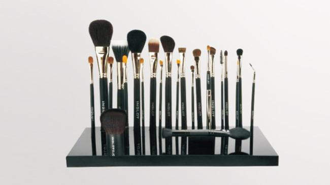 深圳特美展示架厂家浅谈彩妆护理展示架选用亚克力材质的好处